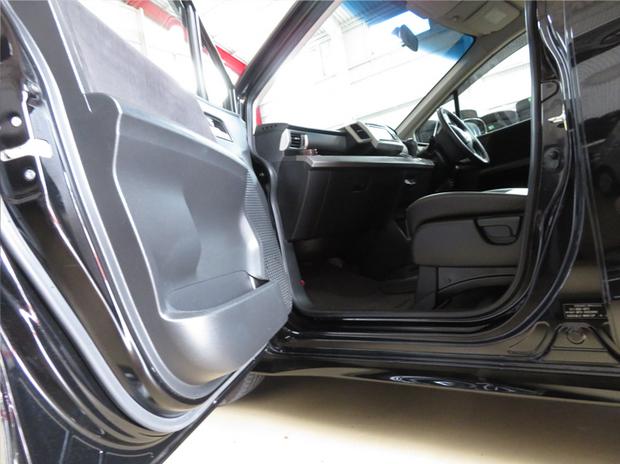 フリード(助手席回転リフトアップシート取付け&ドア開閉角度変更) (10).jpg