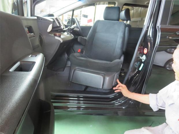 フリード(助手席回転リフトアップシート取付け&ドア開閉角度変更) (12).jpg