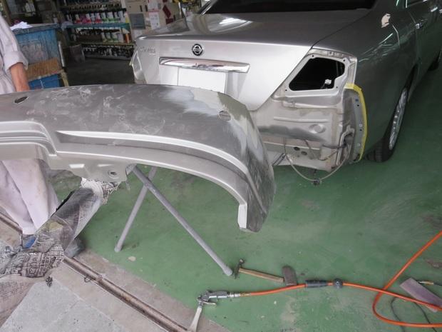 リアバンパー修理(セドリック・HY34) (3).JPG