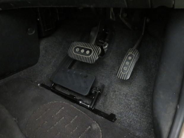 左アクセル装置取付・マーチ(DBA-AK12) (2).JPG